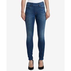 "True Religion ""Scarlet"" Legging Jeans"